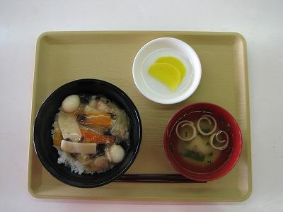 昼食(中華丼)